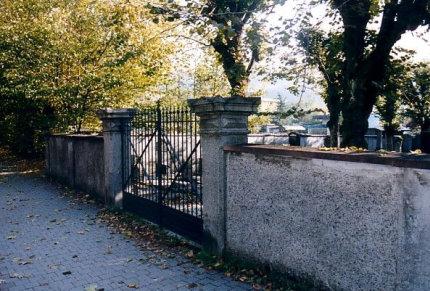 Eingangstor zum neuen Friedhof